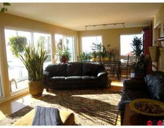 Photo 2: 15145 VICTORIA AV in White Rock: House for sale : MLS®# F2727414