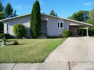 Photo 1: 32 Crocus Bay in DAUPHIN: Manitoba Other Residential for sale : MLS®# 1602297