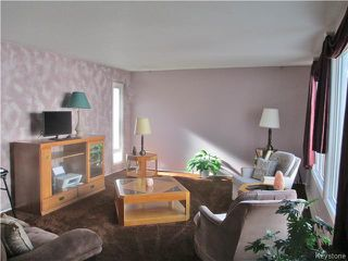 Photo 2: 32 Crocus Bay in DAUPHIN: Manitoba Other Residential for sale : MLS®# 1602297