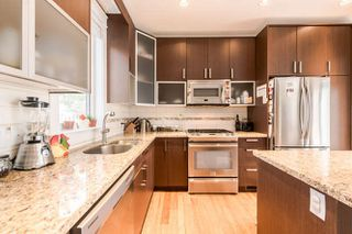 Photo 4: 1165 HAROLD Road in North Vancouver: Lynn Valley Townhouse for sale : MLS®# R2040054