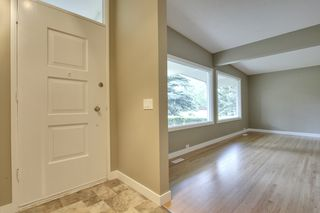 Photo 2: 9640 24 Street SW in Calgary: House for sale : MLS®# C3628130