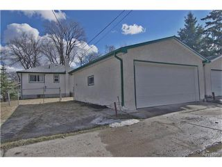 Photo 3: 555 Hethrington Avenue in Winnipeg: Fort Rouge Residential for sale (1Aw)  : MLS®# 1707638