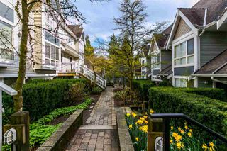 "Photo 2: 5 995 LYNN VALLEY Road in North Vancouver: Lynn Valley Townhouse for sale in ""RIVER ROCK"" : MLS®# R2156356"