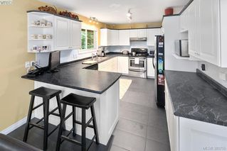 Photo 5: 12 Highbank Rd in VICTORIA: VR Six Mile Single Family Detached for sale (View Royal)  : MLS®# 765041