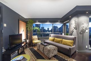 "Photo 4: 707 1060 ALBERNI Street in Vancouver: West End VW Condo for sale in ""THE CARLYLE"" (Vancouver West)  : MLS®# R2211208"