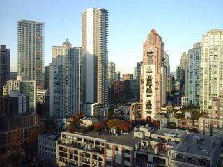 """Photo 3: 2005 212 DAVIE Street in Vancouver: Yaletown Condo for sale in """"Parkview Gardens"""" (Vancouver West)  : MLS®# R2218956"""