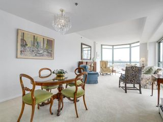 """Photo 7: 2005 212 DAVIE Street in Vancouver: Yaletown Condo for sale in """"Parkview Gardens"""" (Vancouver West)  : MLS®# R2218956"""