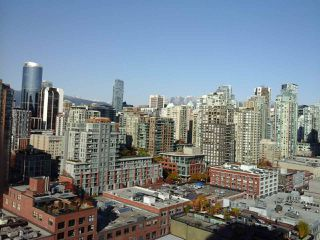 """Photo 2: 2005 212 DAVIE Street in Vancouver: Yaletown Condo for sale in """"Parkview Gardens"""" (Vancouver West)  : MLS®# R2218956"""