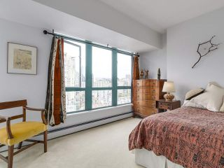 """Photo 13: 2005 212 DAVIE Street in Vancouver: Yaletown Condo for sale in """"Parkview Gardens"""" (Vancouver West)  : MLS®# R2218956"""