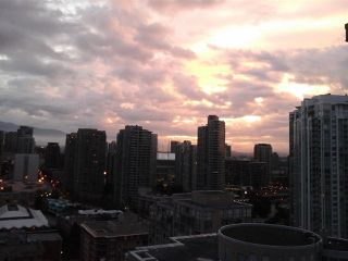 """Photo 18: 2005 212 DAVIE Street in Vancouver: Yaletown Condo for sale in """"Parkview Gardens"""" (Vancouver West)  : MLS®# R2218956"""