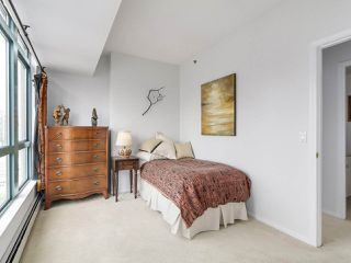 """Photo 12: 2005 212 DAVIE Street in Vancouver: Yaletown Condo for sale in """"Parkview Gardens"""" (Vancouver West)  : MLS®# R2218956"""