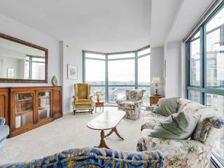 """Photo 1: 2005 212 DAVIE Street in Vancouver: Yaletown Condo for sale in """"Parkview Gardens"""" (Vancouver West)  : MLS®# R2218956"""