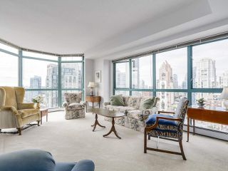 """Photo 5: 2005 212 DAVIE Street in Vancouver: Yaletown Condo for sale in """"Parkview Gardens"""" (Vancouver West)  : MLS®# R2218956"""