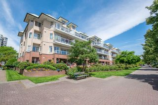 "Photo 1: 101 12 K DE K Court in New Westminster: Quay Condo for sale in ""DOCKSIDE"" : MLS®# R2273205"