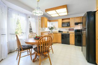 """Photo 6: 201 10584 153 Street in Surrey: Guildford Townhouse for sale in """"GLENWOOD VILLAGE"""" (North Surrey)  : MLS®# R2307414"""