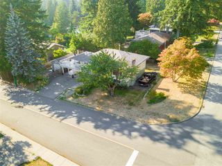 Photo 2: 2838 SECHELT Drive in North Vancouver: Blueridge NV House for sale : MLS®# R2330275