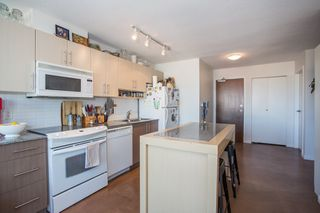 "Photo 6: 1106 550 TAYLOR Street in Vancouver: Downtown VW Condo for sale in ""THE TAYLOR"" (Vancouver West)  : MLS®# R2335310"