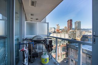 "Photo 11: 1106 550 TAYLOR Street in Vancouver: Downtown VW Condo for sale in ""THE TAYLOR"" (Vancouver West)  : MLS®# R2335310"