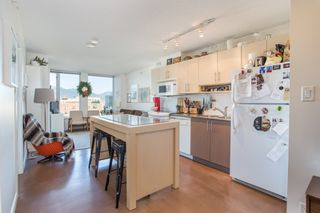 "Photo 2: 1106 550 TAYLOR Street in Vancouver: Downtown VW Condo for sale in ""THE TAYLOR"" (Vancouver West)  : MLS®# R2335310"