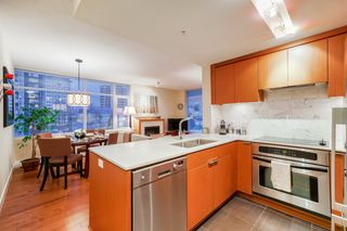 "Photo 4: 702 158 W 13TH Street in North Vancouver: Central Lonsdale Condo for sale in ""Vista Place"" : MLS®# R2342022"