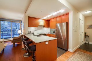 """Photo 5: 702 158 W 13TH Street in North Vancouver: Central Lonsdale Condo for sale in """"Vista Place"""" : MLS®# R2342022"""