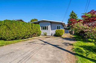Main Photo: 5726 172B Street in Surrey: Cloverdale BC House for sale (Cloverdale)  : MLS®# R2344385