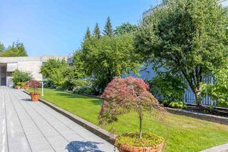 "Photo 7: 2105 33 CHESTERFIELD Place in North Vancouver: Lower Lonsdale Condo for sale in ""Harbour View Park"" : MLS®# R2349692"