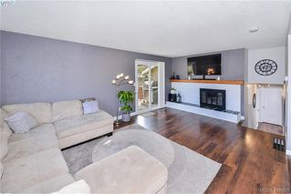 Photo 3: 4080 Tracey Street in VICTORIA: SE Lake Hill Single Family Detached for sale (Saanich East)  : MLS®# 406939