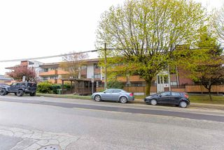 "Main Photo: 104 410 AGNES Street in New Westminster: Downtown NW Condo for sale in ""MARSEILLE PLAZA"" : MLS®# R2357531"