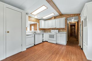 """Photo 5: 14 8670 156 Street in Surrey: Fleetwood Tynehead Manufactured Home for sale in """"WESTWOOD COURT"""" : MLS®# R2377361"""