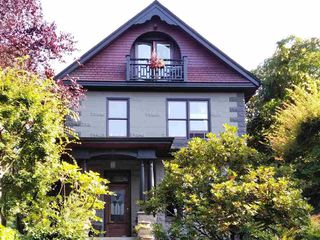 "Photo 1: 122 W 10TH Avenue in Vancouver: Mount Pleasant VW House 1/2 Duplex for sale in ""ISIS PLACE"" (Vancouver West)  : MLS®# R2392558"