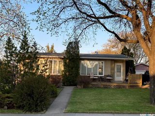 Photo 1: 405 7th Avenue Southeast in Swift Current: South East SC Residential for sale : MLS®# SK837572