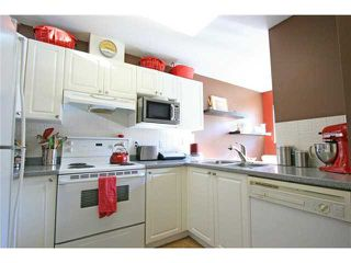 """Photo 3: 20 12449 191ST Street in Pitt Meadows: Mid Meadows Townhouse for sale in """"WINDSOR CROSSING"""" : MLS®# V908993"""