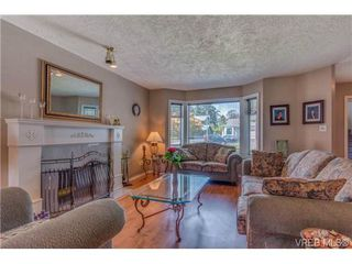 Photo 2: 1300 Layritz Pl in VICTORIA: SW Layritz Single Family Detached for sale (Saanich West)  : MLS®# 700701