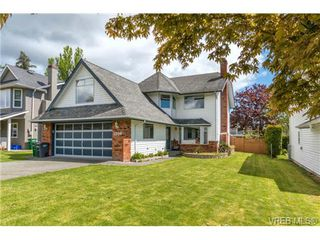 Photo 19: 1300 Layritz Pl in VICTORIA: SW Layritz Single Family Detached for sale (Saanich West)  : MLS®# 700701