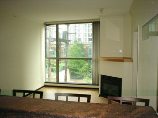 Photo 5: 202 928 Richards St in The Savoy: Downtown Home for sale ()
