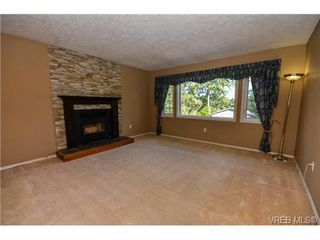 Photo 2: 121 Rockcliffe Pl in VICTORIA: La Thetis Heights House for sale (Langford)  : MLS®# 734804
