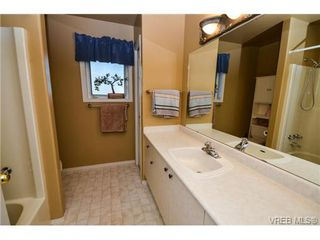 Photo 12: 121 Rockcliffe Pl in VICTORIA: La Thetis Heights House for sale (Langford)  : MLS®# 734804