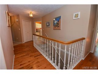 Photo 4: 121 Rockcliffe Pl in VICTORIA: La Thetis Heights House for sale (Langford)  : MLS®# 734804