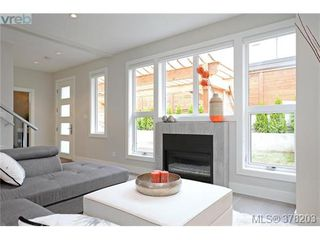 Photo 3: 1044 Harling Lane in VICTORIA: Vi Fairfield West Single Family Detached for sale (Victoria)  : MLS®# 759453