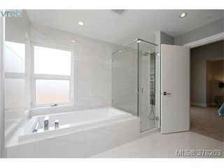 Photo 13: 1044 Harling Lane in VICTORIA: Vi Fairfield West Single Family Detached for sale (Victoria)  : MLS®# 759453