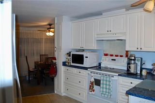 Photo 4: 34 1498 Admirals Rd in VICTORIA: VR Glentana Manufactured Home for sale (View Royal)  : MLS®# 774546