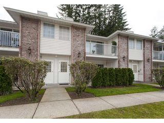 """Photo 1: 4 33123 GEORGE FERGUSON Way in Abbotsford: Central Abbotsford Townhouse for sale in """"The Britten"""" : MLS®# R2238767"""