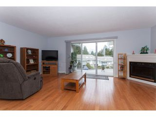 """Photo 3: 4 33123 GEORGE FERGUSON Way in Abbotsford: Central Abbotsford Townhouse for sale in """"The Britten"""" : MLS®# R2238767"""