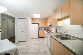 "Photo 10: 37 16016 82 Avenue in Surrey: Fleetwood Tynehead Townhouse for sale in ""Maple Court"" : MLS®# R2243965"