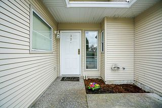 "Photo 3: 37 16016 82 Avenue in Surrey: Fleetwood Tynehead Townhouse for sale in ""Maple Court"" : MLS®# R2243965"