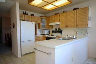 Photo 9: 19 10457 Resthaven Dr in SIDNEY: Si Sidney North-East Row/Townhouse for sale (Sidney)  : MLS®# 702249