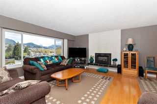 Photo 2: 1062 SPAR Drive in Coquitlam: Ranch Park House for sale : MLS®# R2359921