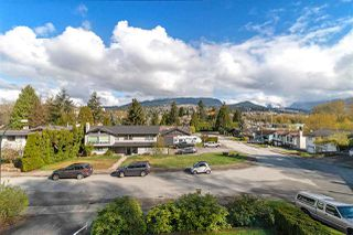 Photo 3: 1062 SPAR Drive in Coquitlam: Ranch Park House for sale : MLS®# R2359921