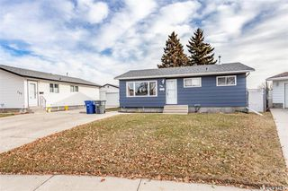 Photo 1: 146 DOUGLAS Crescent in Saskatoon: Confederation Park Residential for sale : MLS®# SK767374